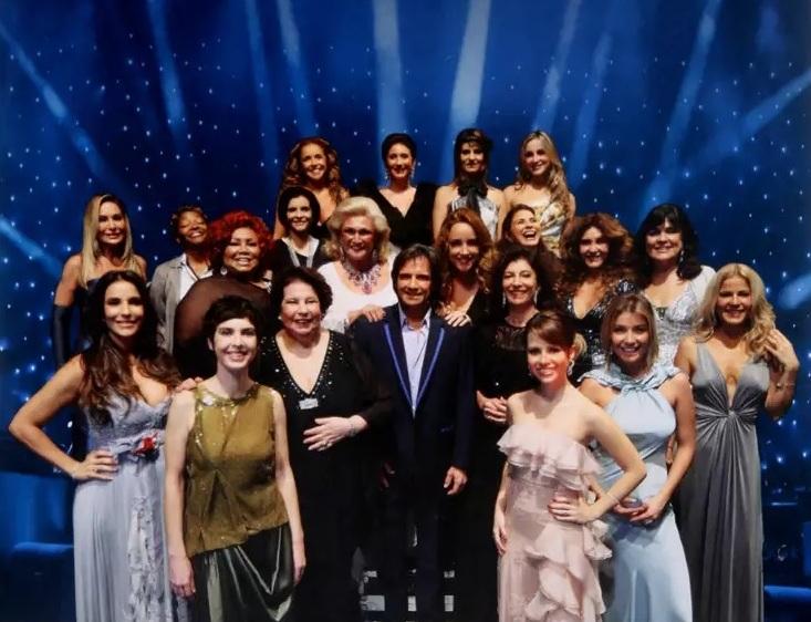 Elas Cantam Roberto Carlos fez parte das comemorações especiais de 50 anos de carreira do artista e contou com a presença de nomes de peso